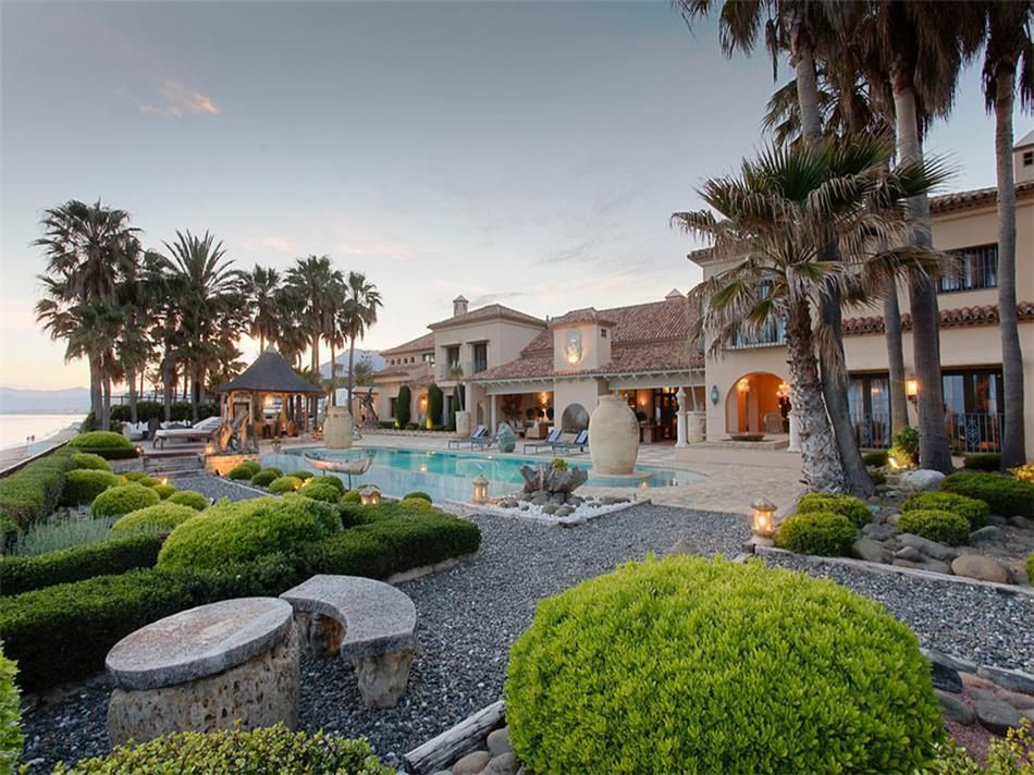 Prestigious Luxury Villa For Sale In First Beach Line In Los Monteros Playa  In Marbella