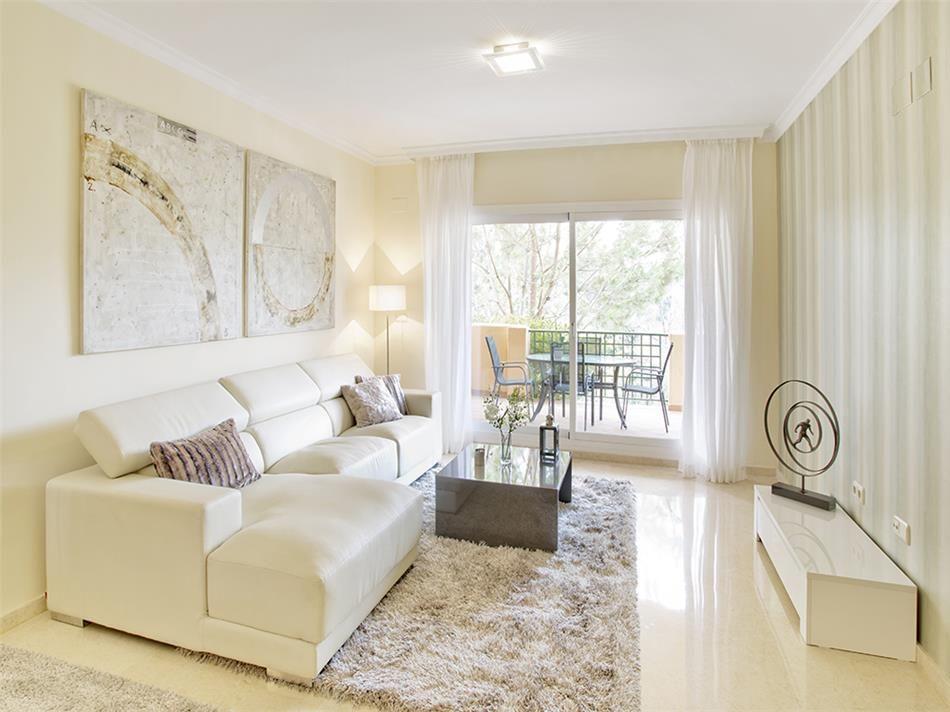 sch ne wohnungen zum verkauf in elviria in marbella in ruhiger lage. Black Bedroom Furniture Sets. Home Design Ideas