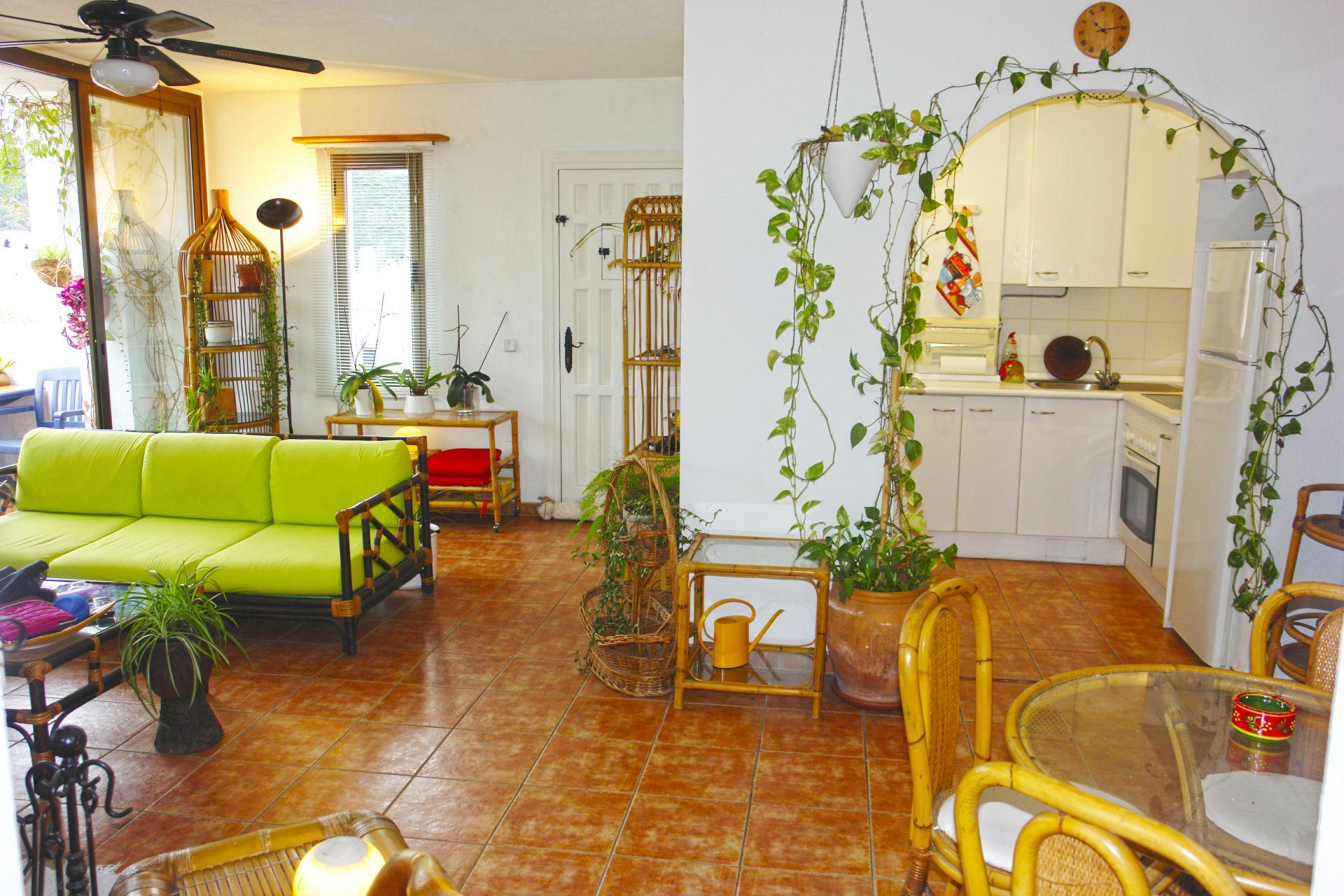 charmante wohnung zu verkaufen in benahavis. Black Bedroom Furniture Sets. Home Design Ideas