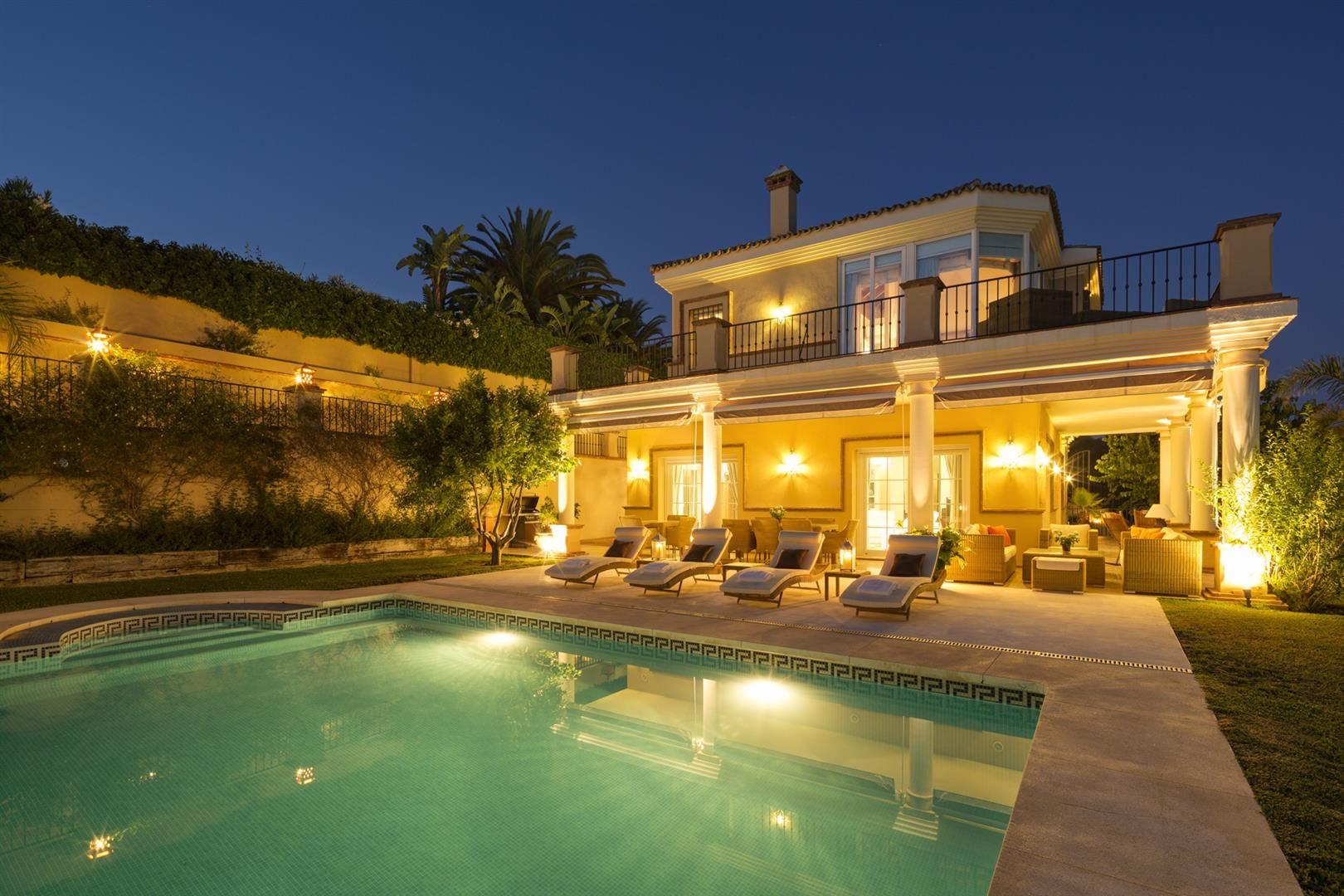 Beach villa for sale in real zaragoza urbanisation elviria for Luxury hotel zaragoza