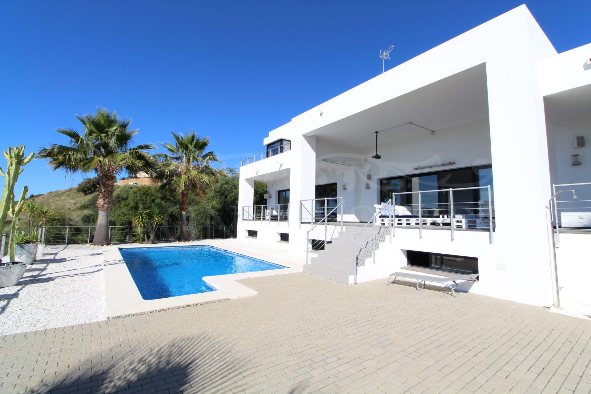 Espectacular villa con vistas abiertas al mar en Puerto El Capitán, Benahavís
