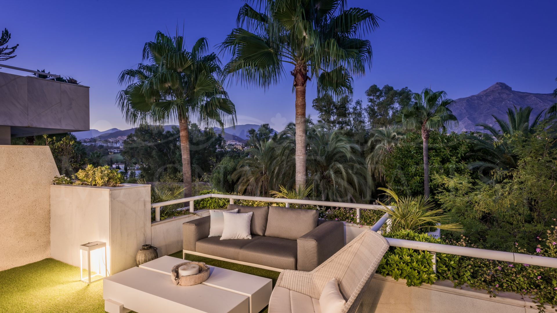 Stunning duplex penthouse on the edge of Las Brisas Golf, Nueva Andalucía, Marbella