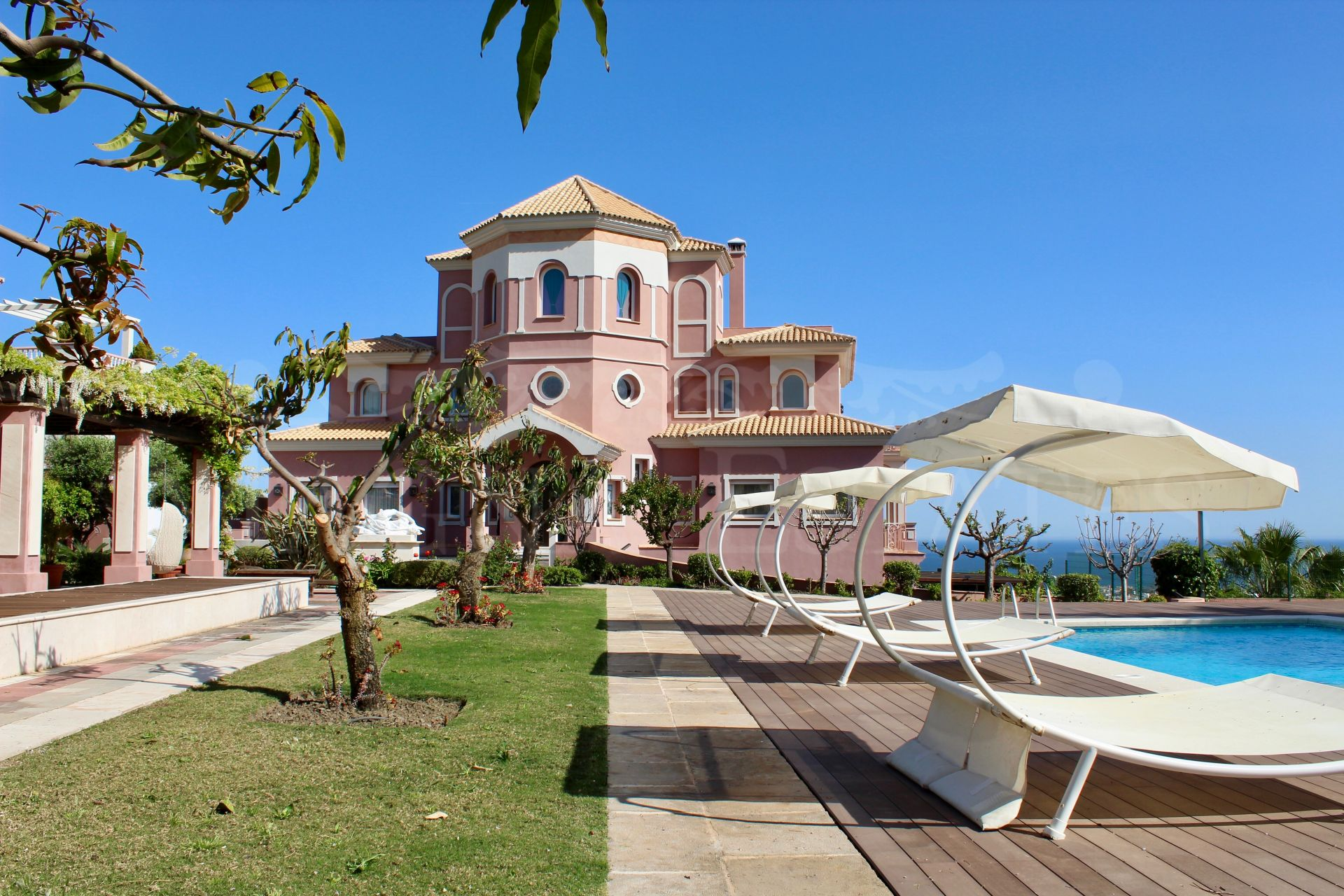 Majestuosa villa en Los Flamingos Golf Resort, Estepona
