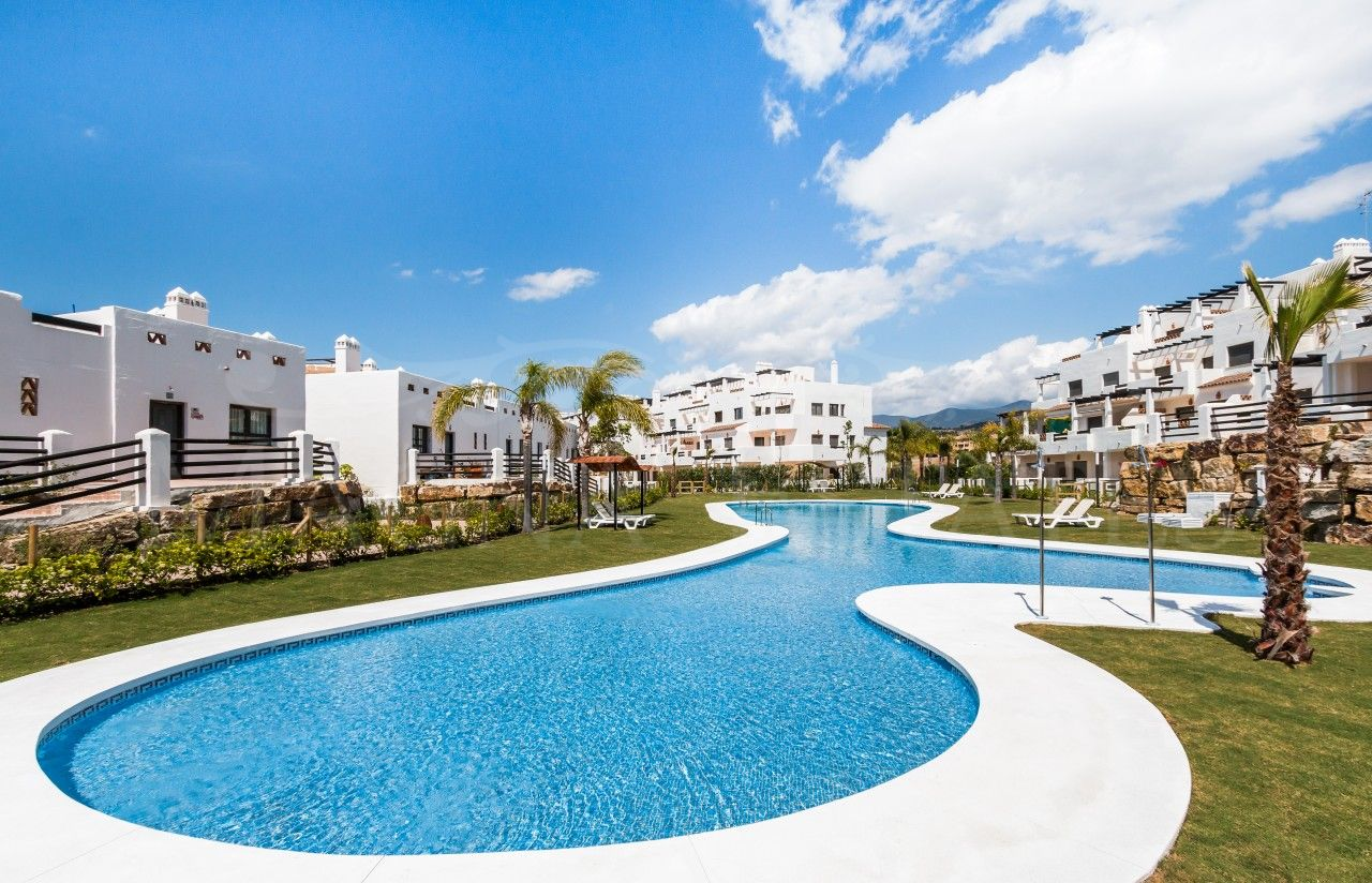Apartments and penthouses in Sunset Golf, Estepona