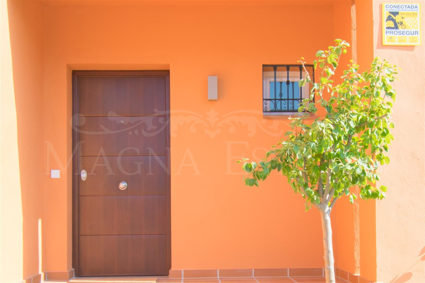 Brand new townhouses in El Paraiso Alto