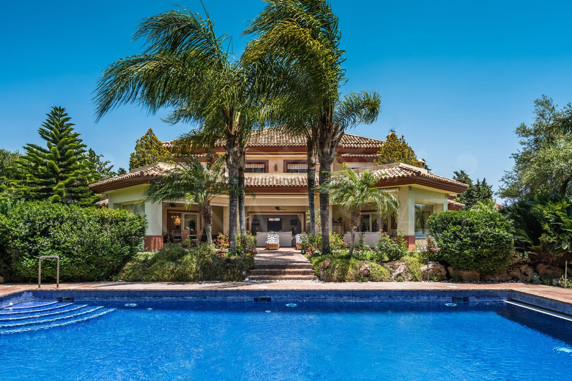 High standing villa in Guadalmina Baja
