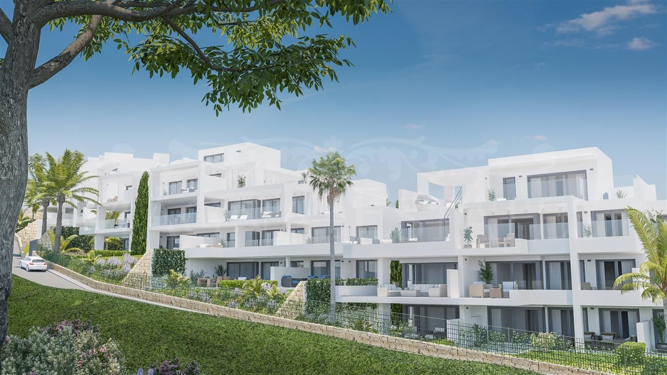 New construction apartments on the first line of Estepona Golf
