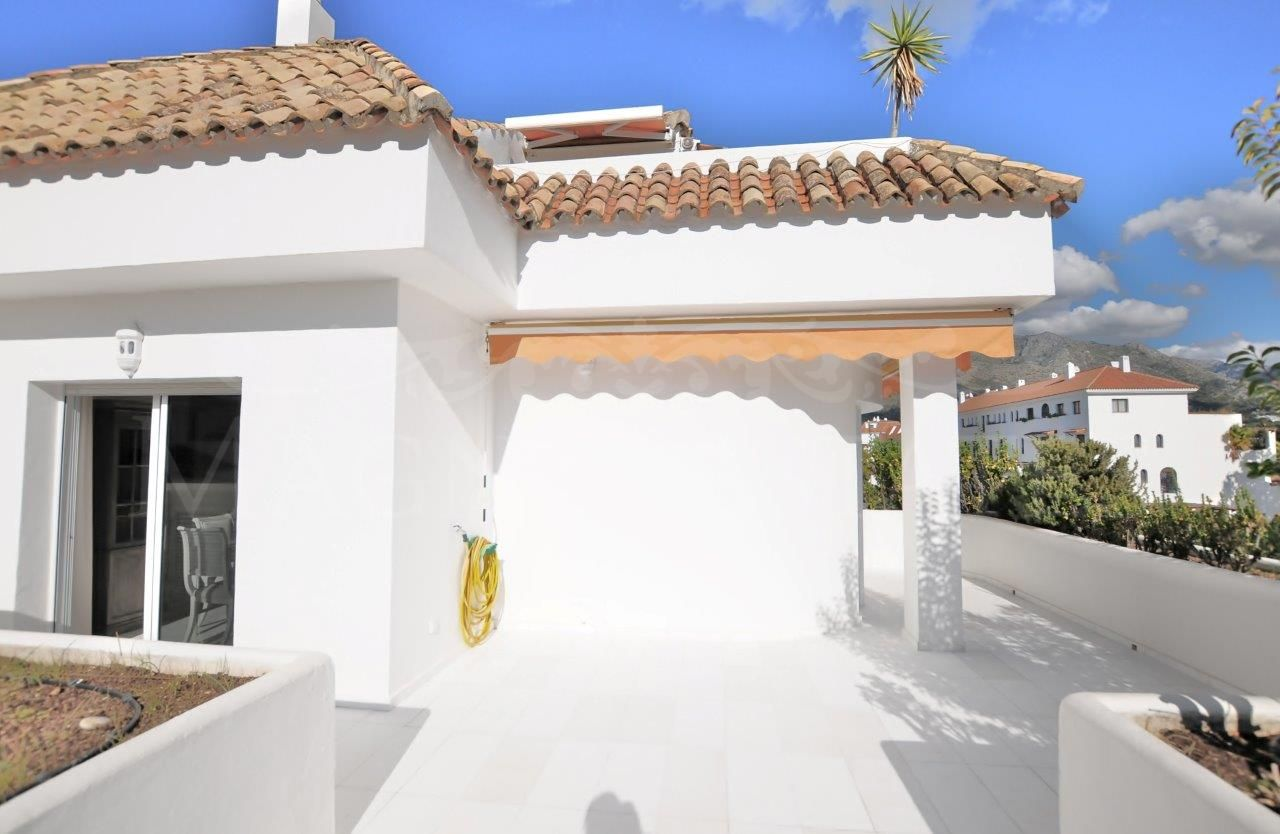 Spectacular fully furnished apartment in Ancon Sierra, on the Golden Mile of Marbella