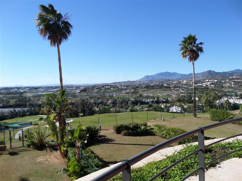 Apartment in Magna Marbella with sea views