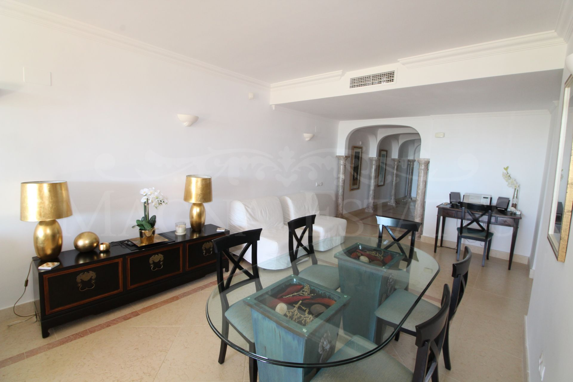 Beautiful ground floor apartment with garden and south facing in Magna Marbella