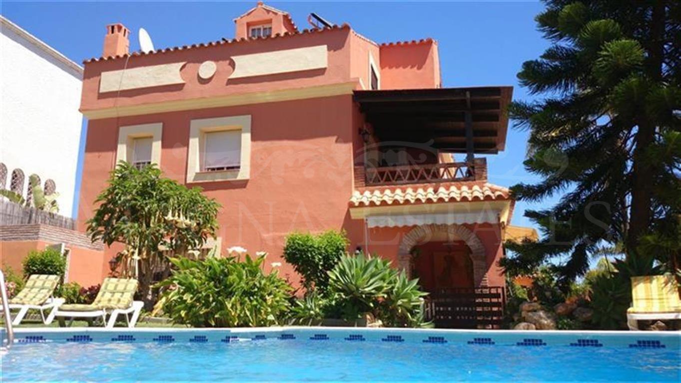 Maravillosa villa en alquiler en San Pedro Playa.