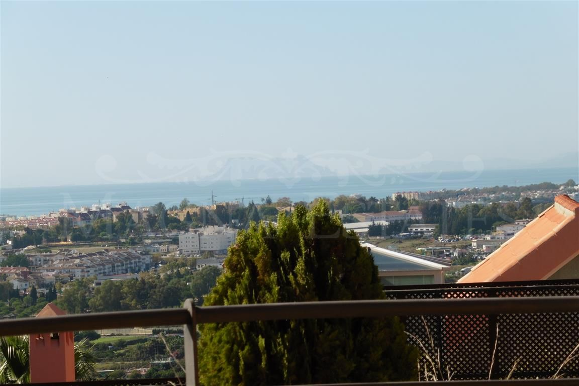Lovely 2 bedroom apartment in Magna Marbella with amazing sea views