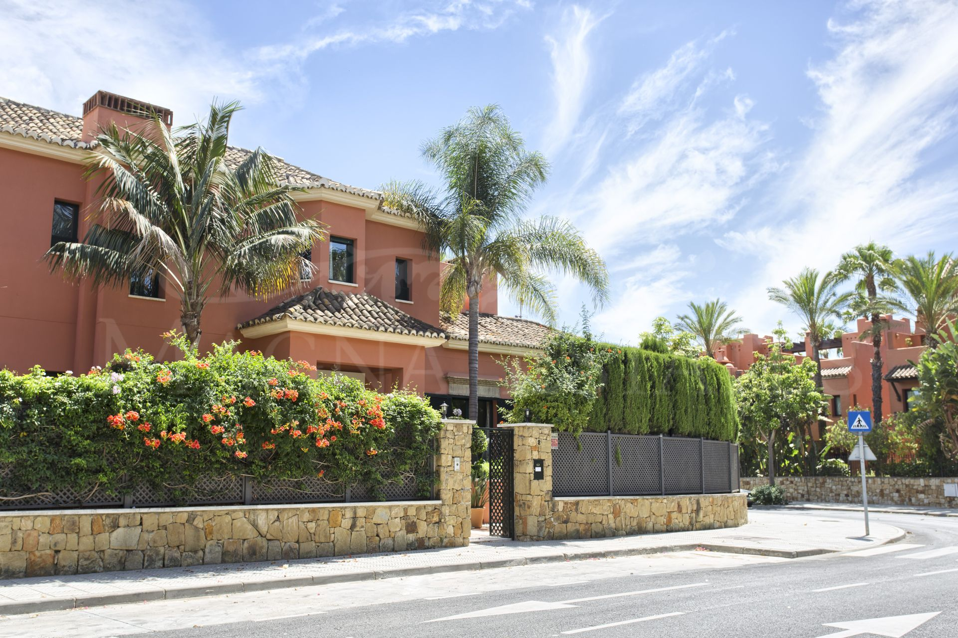 Stately villa in Altos de Puente Romano, on the Golden Mile of Marbella