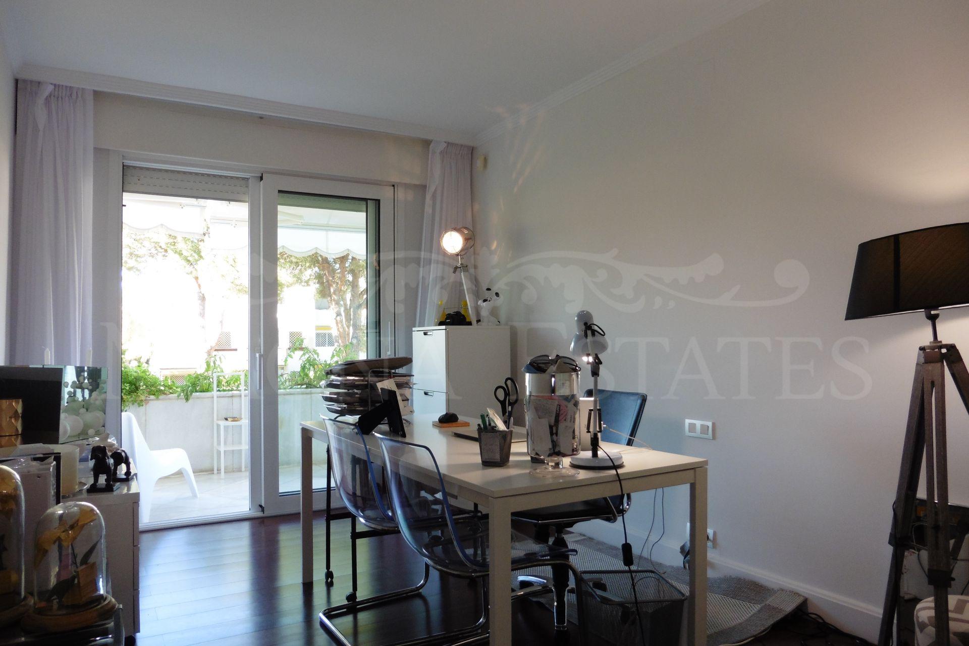 Apartamento exclusivo con 4 dormitorios y alta calidad en Nueva Andalucía