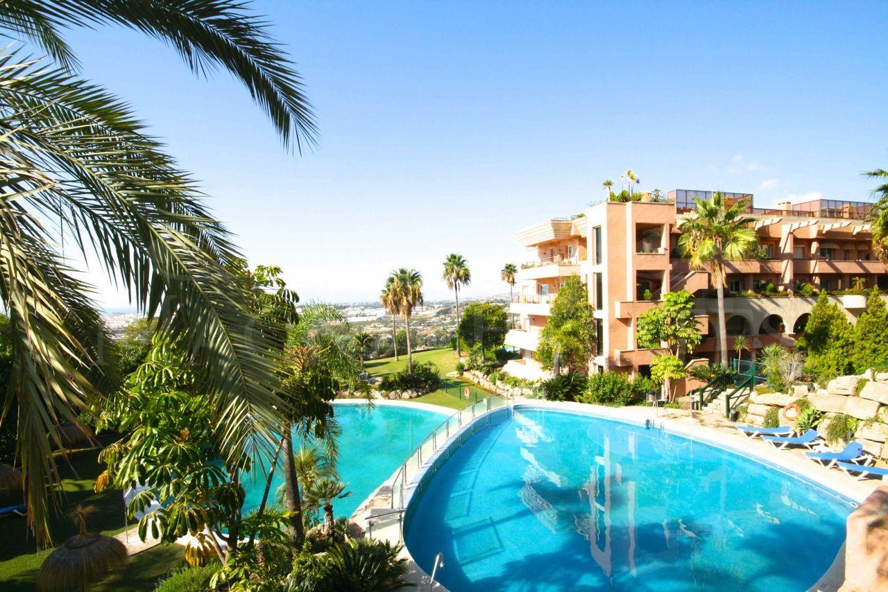 Singular 3 bedroom apartment in Magna Marbella
