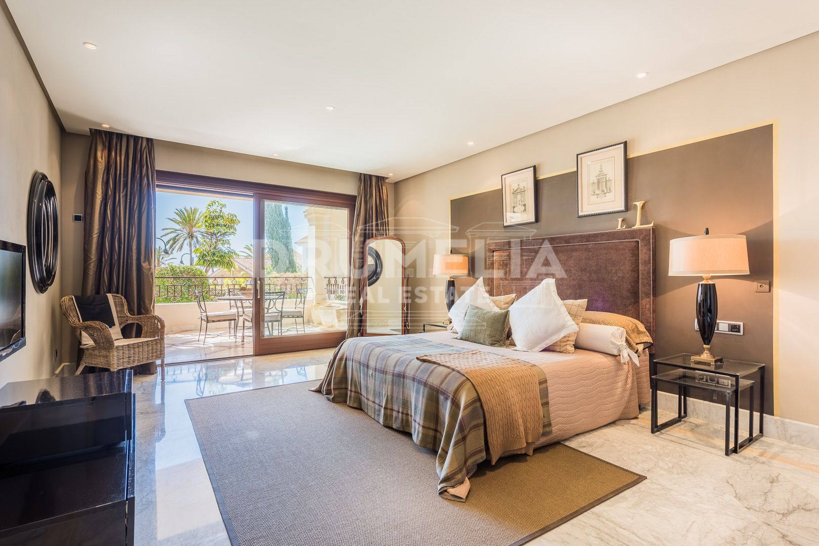 Marbella East, Ground Floor Seaside Apartment Los Monteros Playa