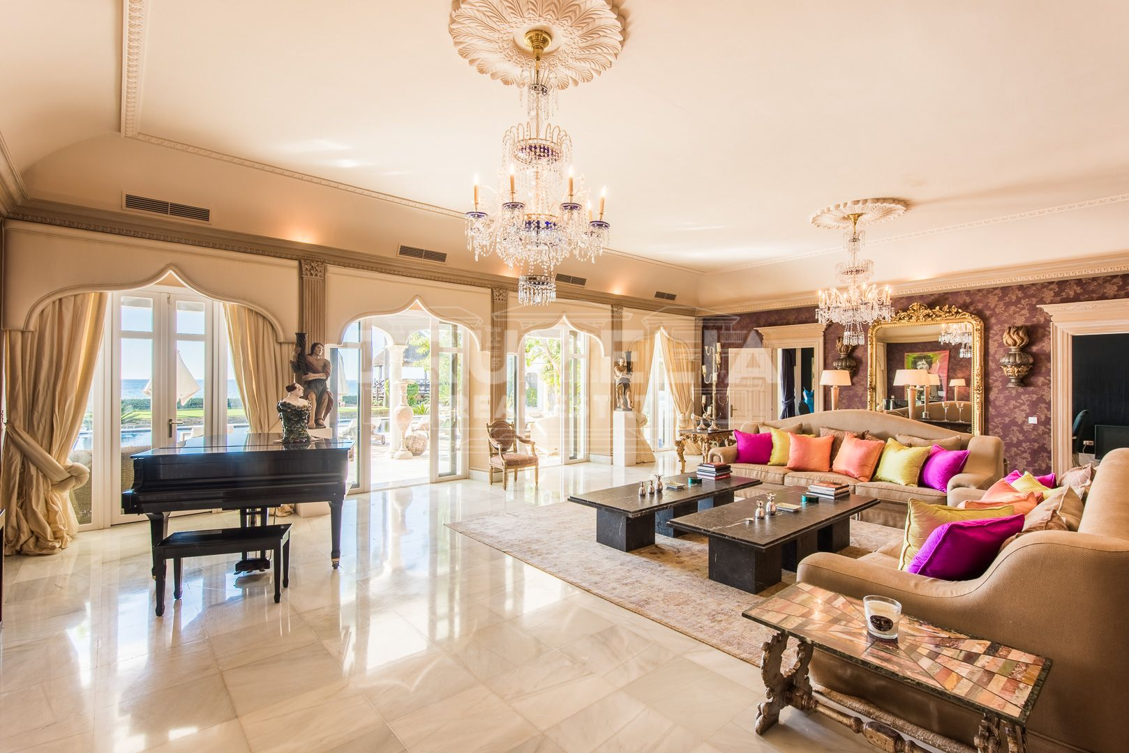 Marbella East, Breathtaking Seaside Villa in Los Monteros Playa