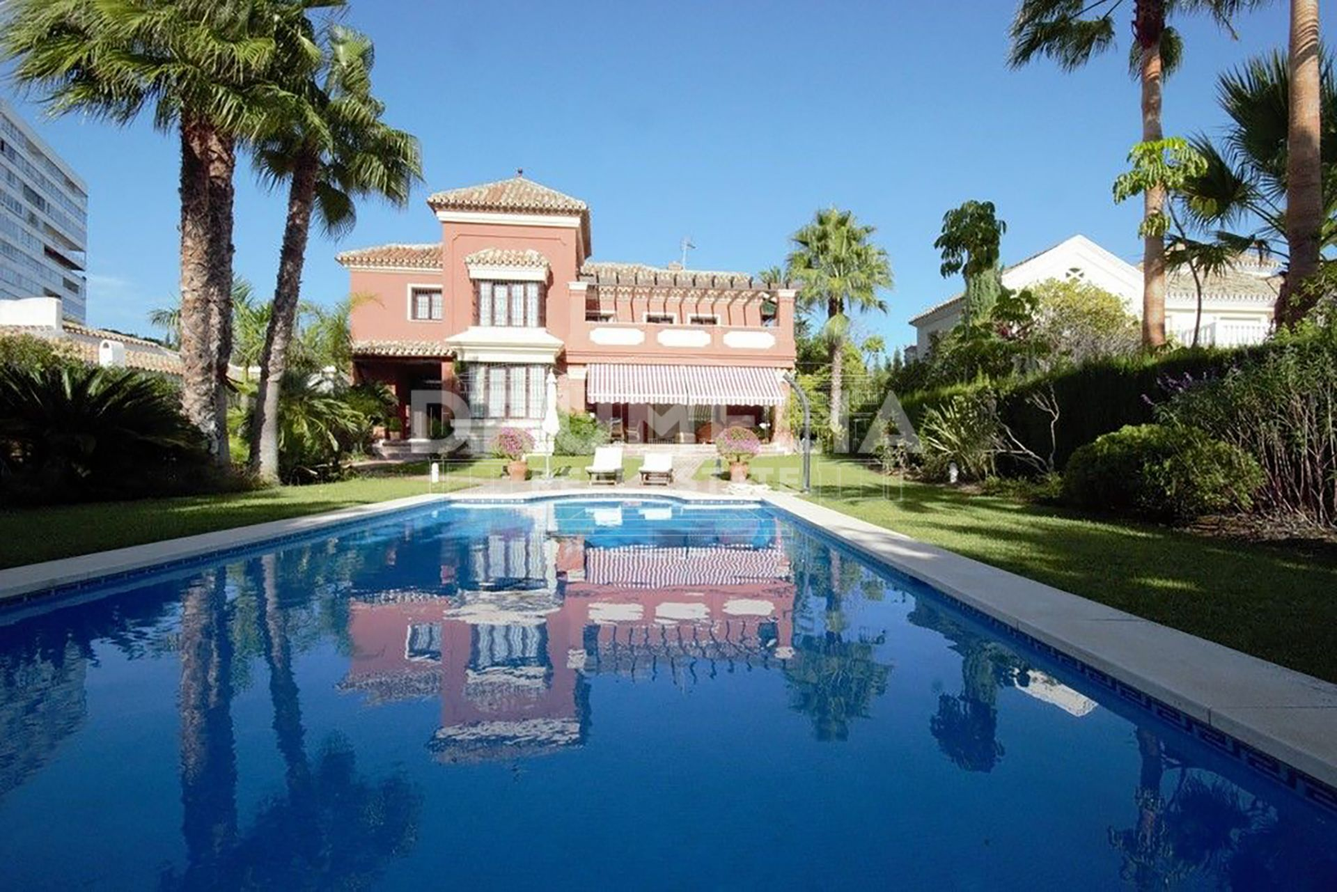 Marbella East, Marvellous Beachside Villa in El Rosario, East Marbella
