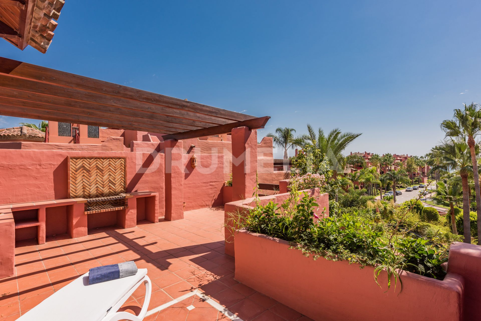 Estepona, Elegant Duplex Penthouse in Beachfront Menara Beach, New Golden Mile