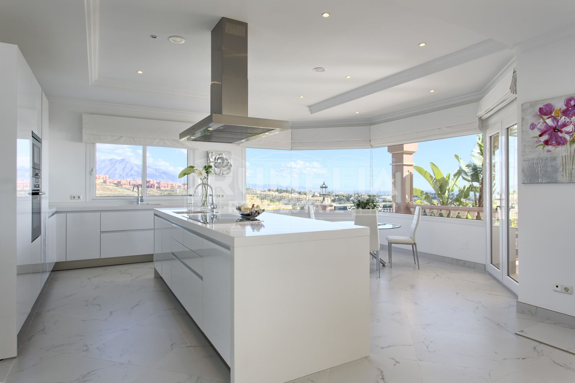 Benahavis, Remarkable New Villa in Los Flamingos Golf, Benahavis. For Sale or Long Term Rent
