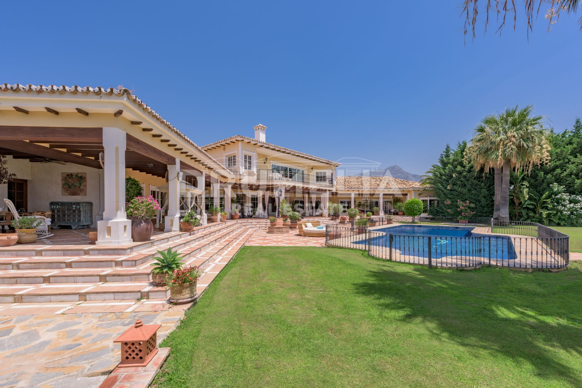 Benahavis, Exquisite Elegant Villa in Vega del Colorado