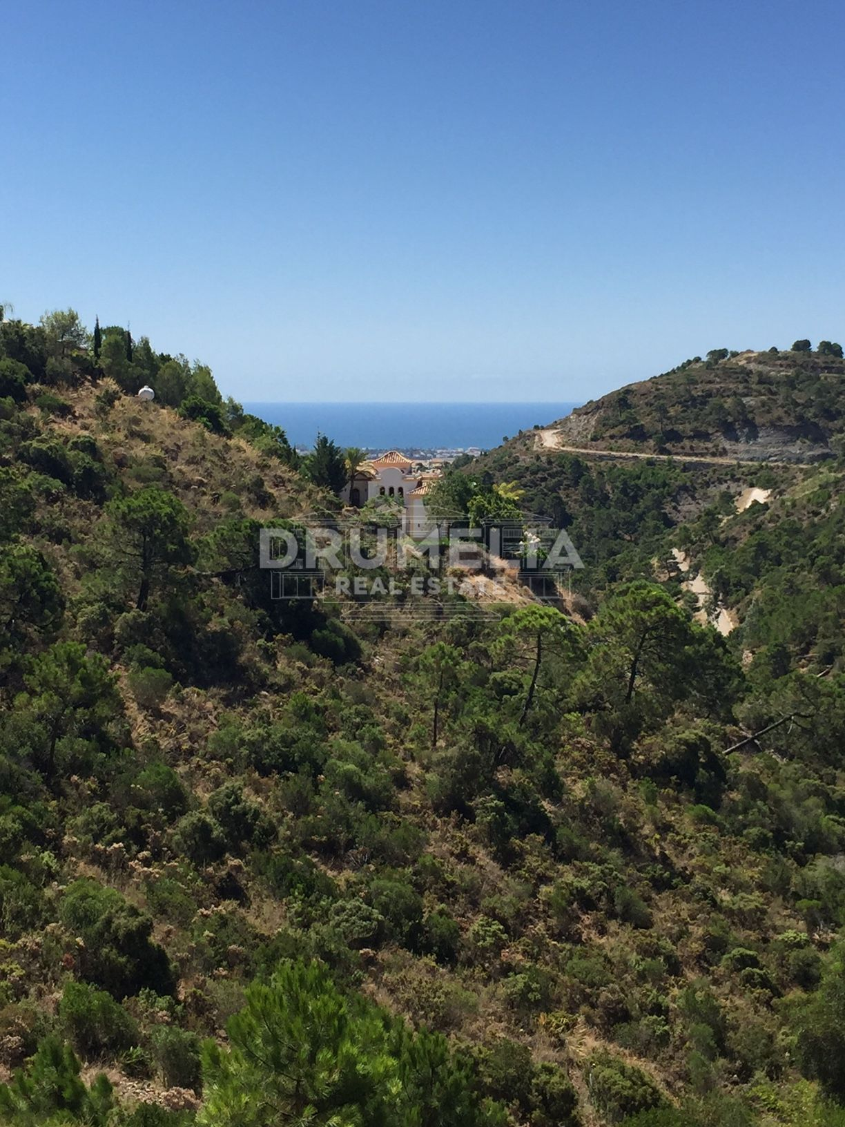 Benahavis, Excellent Plot with Panoramic Views in privileged El Madroñal, Benahavis