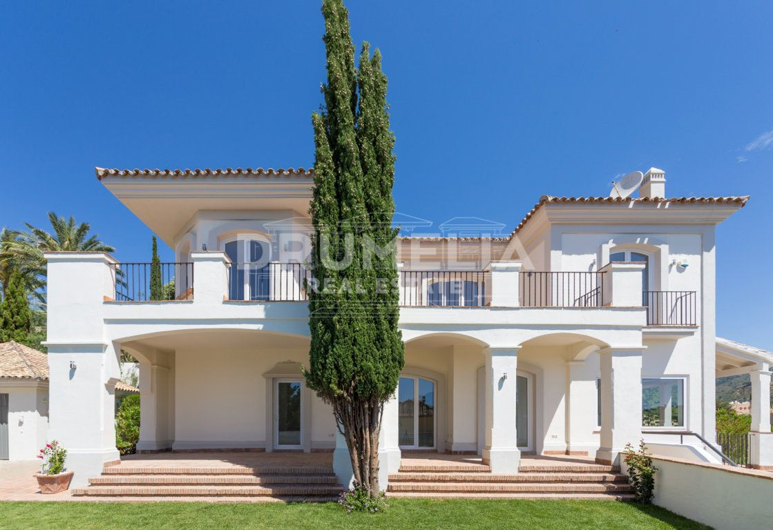 Marbella East, Beautiful Classic Mediterranean Villa with Modern Features at the Golf- Course, Santa Maria Golf Resort, Marbella East (Marbella)