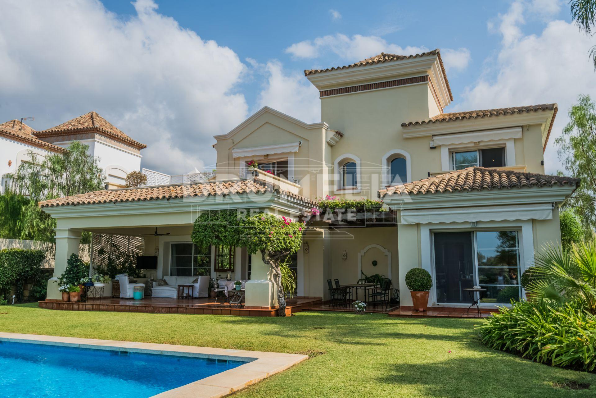 Benahavis, Beautiful Frontline Golf Mediterranean Luxury Villa in La Quinta, Benahavis