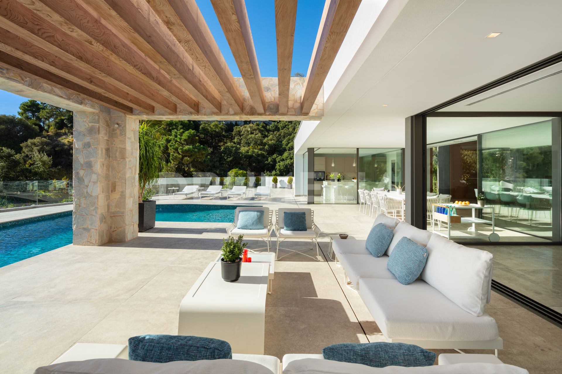 Villa for sale in El Herrojo, Benahavis