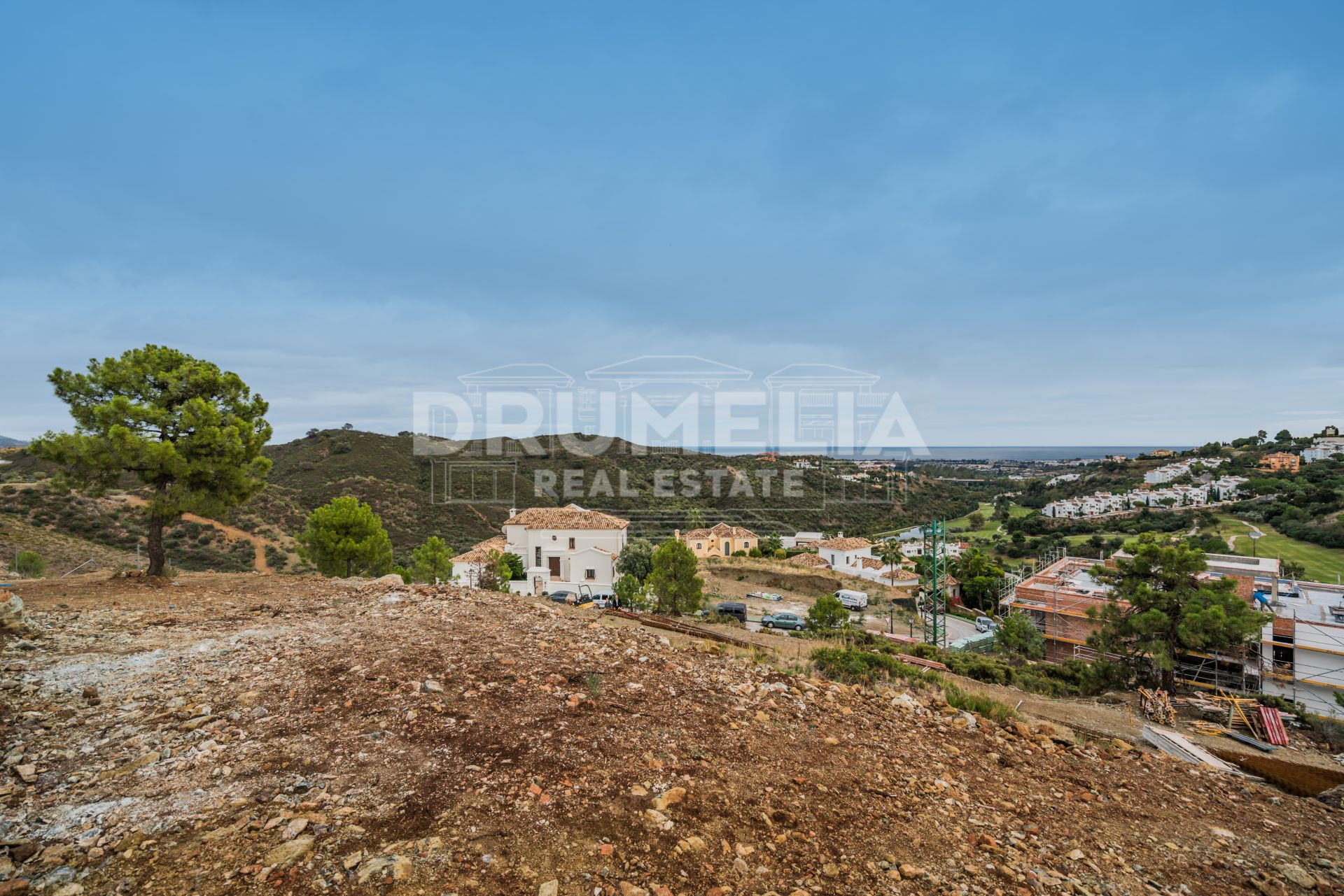 Benahavis, Superb Large Plot with Sea Views in La Quinta, Benahavis