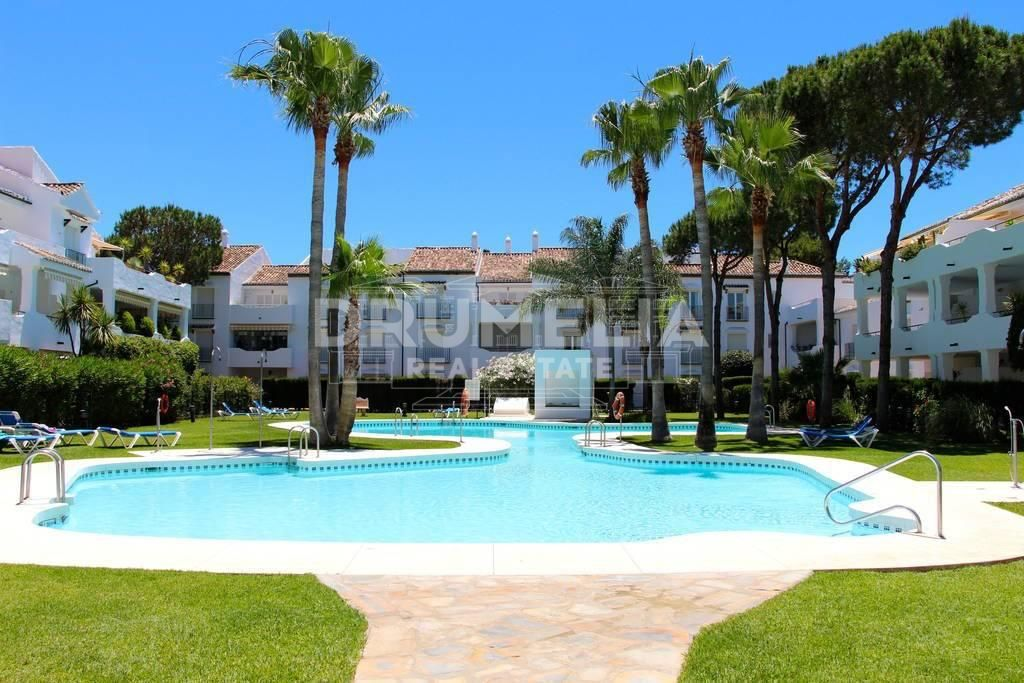 Estepona, Elegant Luxury Apartment in El Presidente, Estepona
