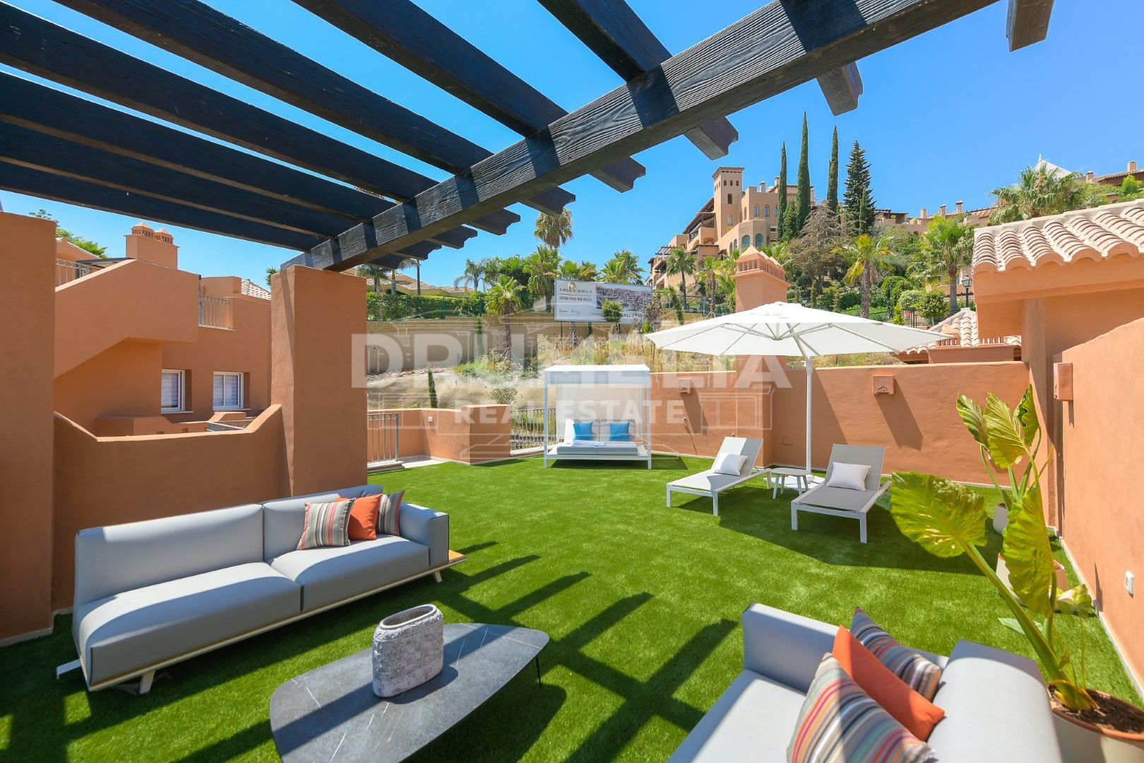 Nueva Andalucia, Sophisticated Brand-New Frontline Golf Modern Luxury Apartment, Nueva Andalucía (Marbella).
