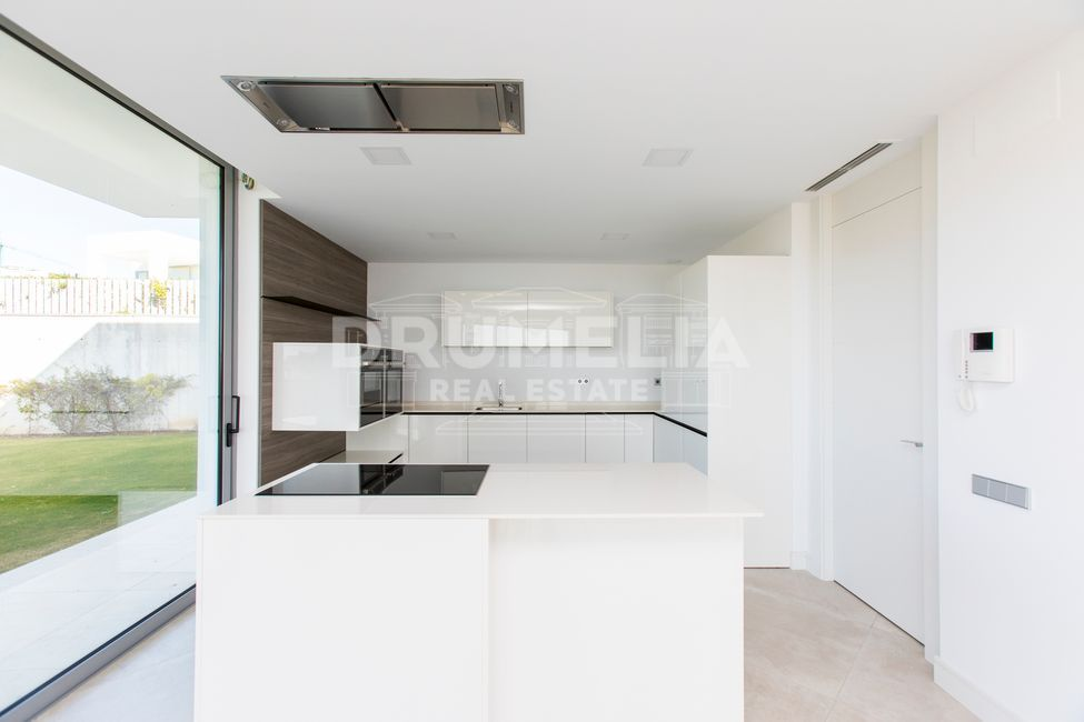 Marbella East, Brand-New Stylish Modern Designer Luxury Villa, Santa Clara Golf, Marbella East (Marbella).