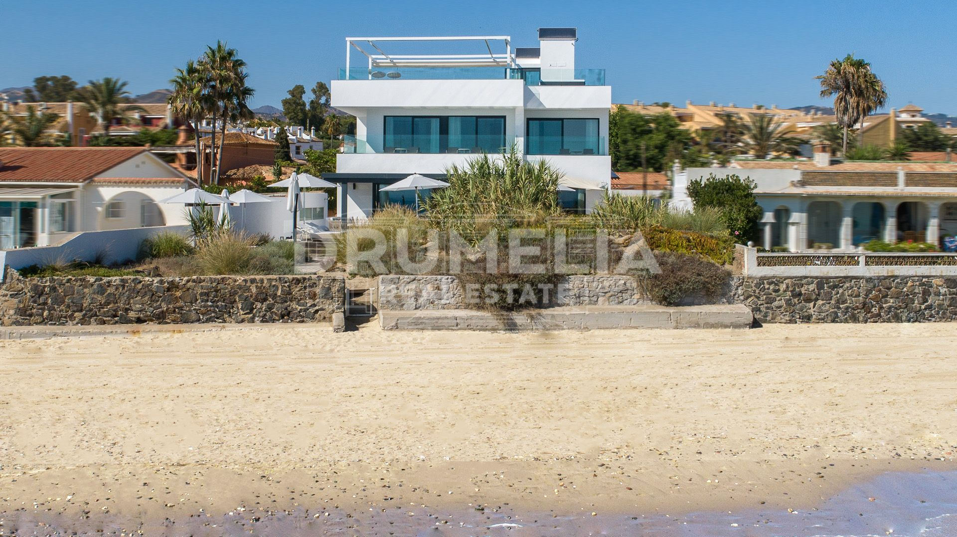 Marbella East, New Stunning Frontline Beach Modern Luxury Villa, Costabella, Marbella East (Marbella)