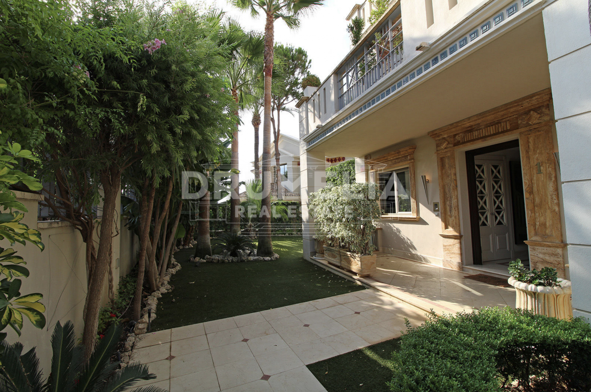 Town House In Sierra Blanca Del Mar, Marbella Golden Mile