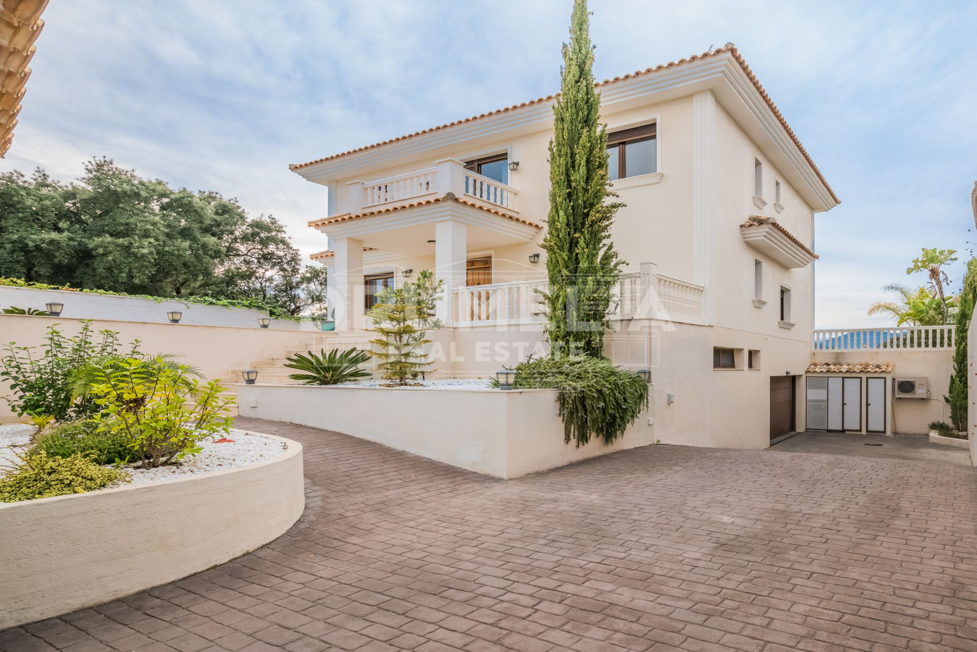 Marbella East, Beautiful Mediterranean Villa in La Mairena, Marbella East.