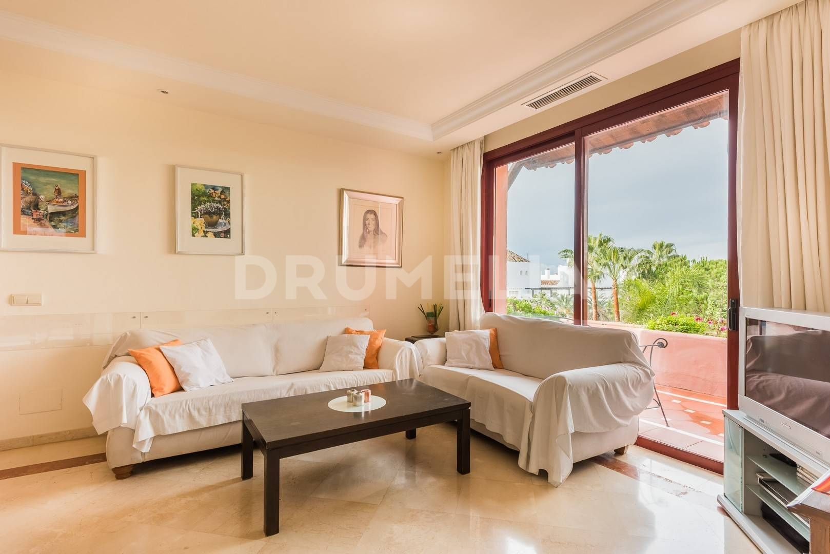 Marbella East, Frontline Beach Penthouse in Jardines de Don Carlos, Elviria, Marbella East