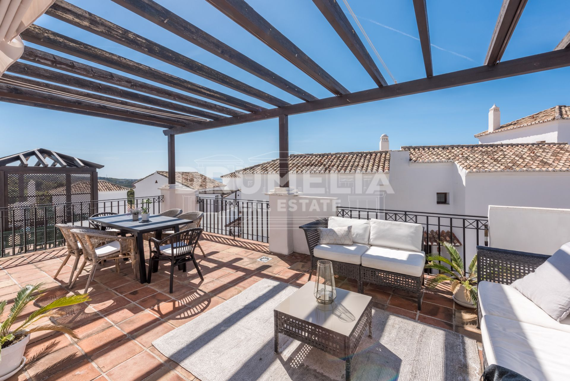 Marbella East, Superb Modern Apartment in Los Altos de los Monteros, Marbella East (Marbella)