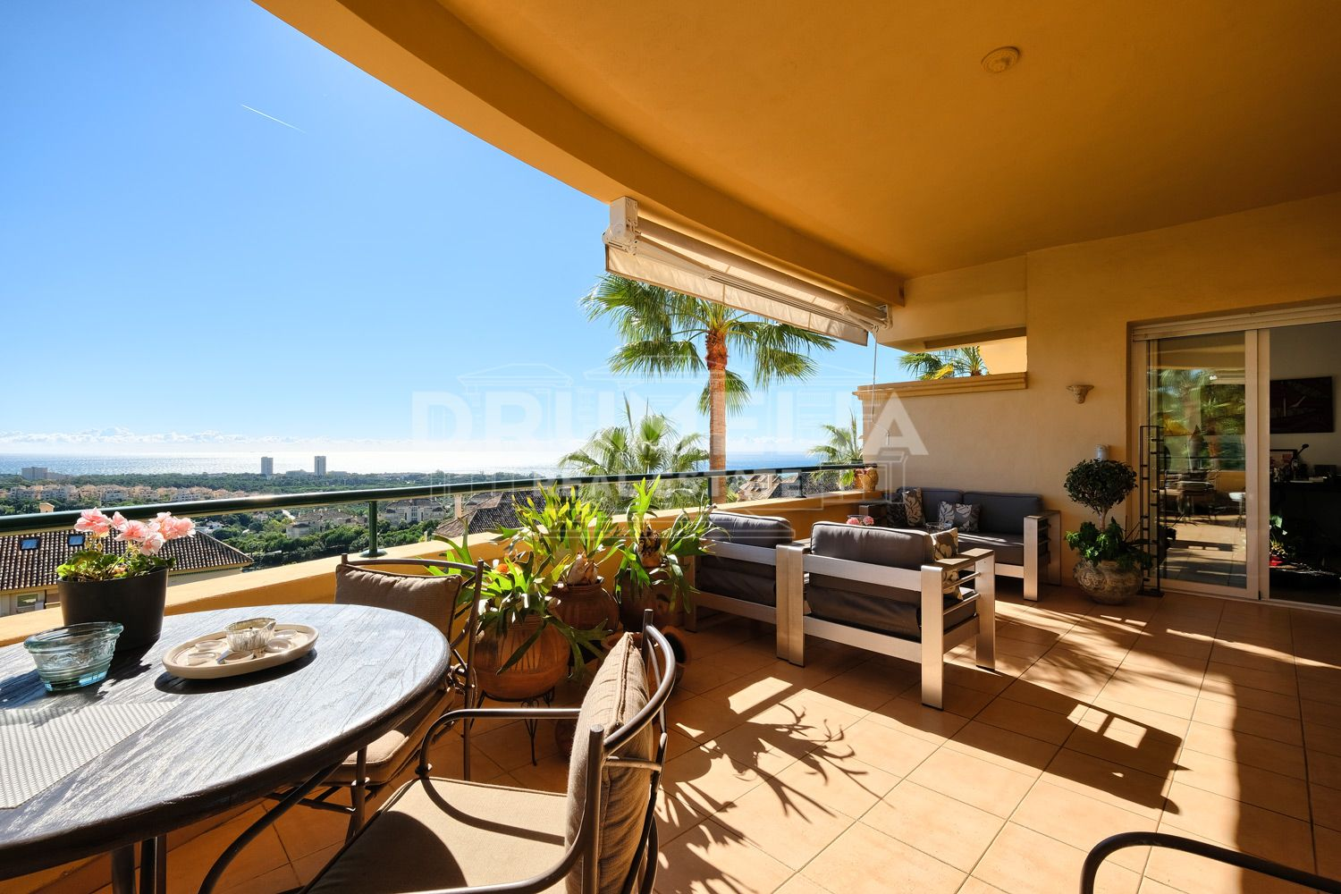 Apartment in Elviria Hills, Marbella East
