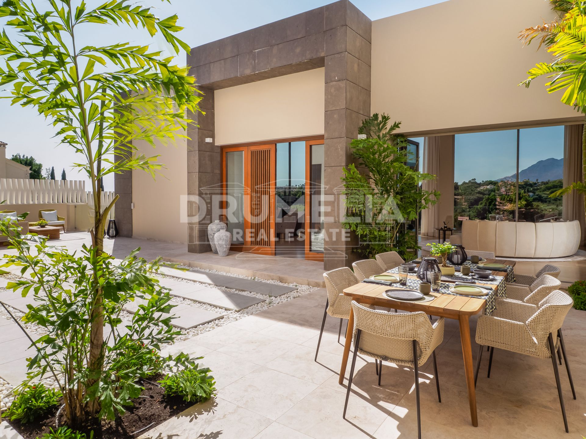 Benahavis, Contemporary New Villa Front Line Golf in Los Flamingos