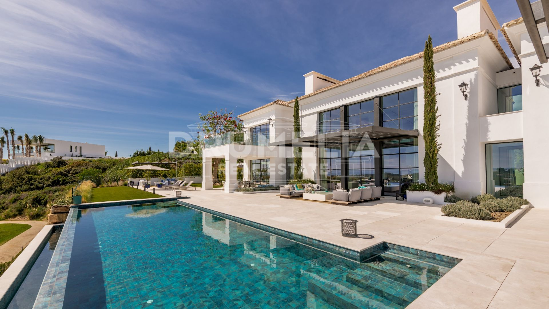 Benahavis, New Frontline Golf Contemporary Villa in Los Flamingos
