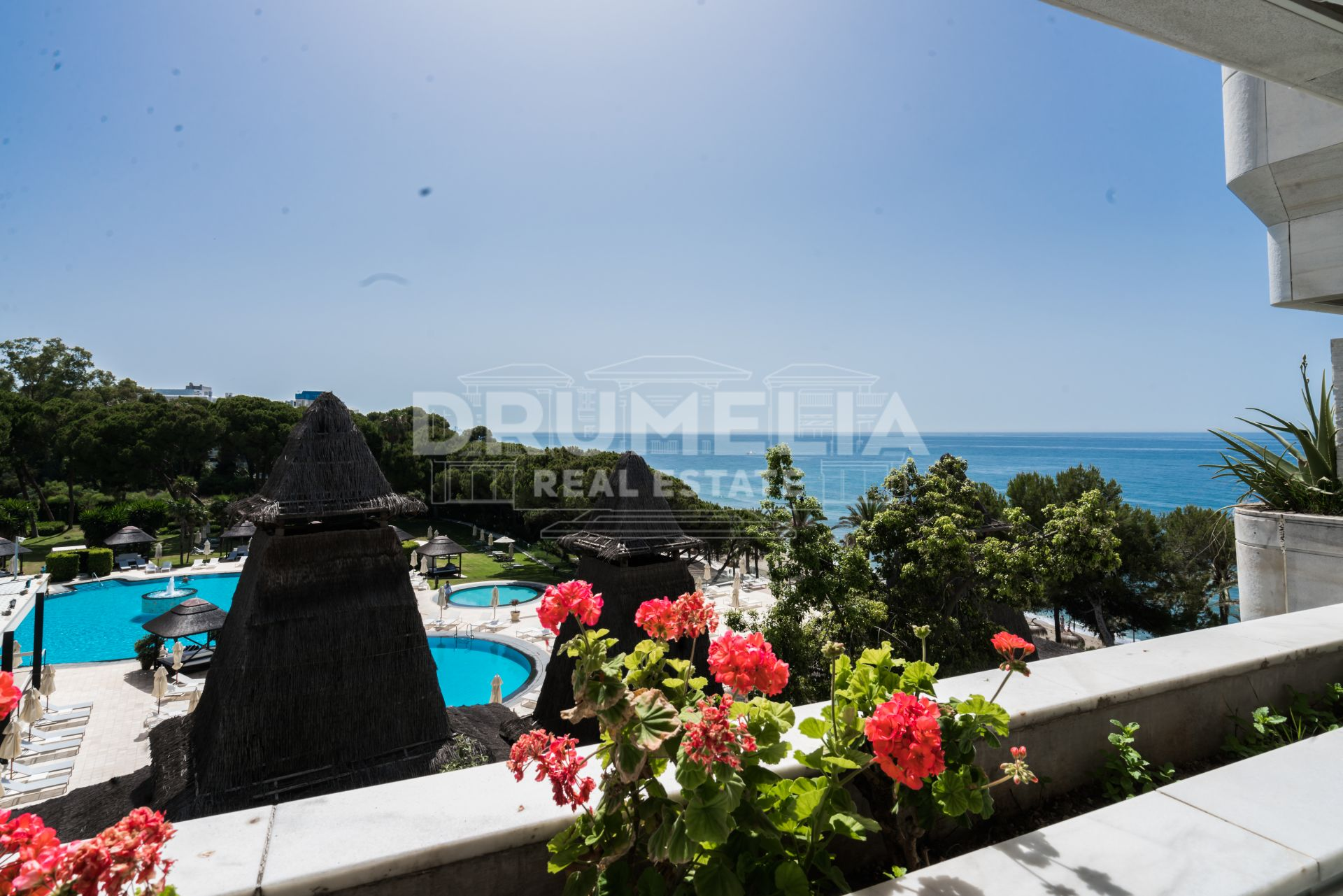 Marbella Golden Mile, Gorgeous, Chic Apartment in Beachfront Resort Marina Mariola, Golden Mile