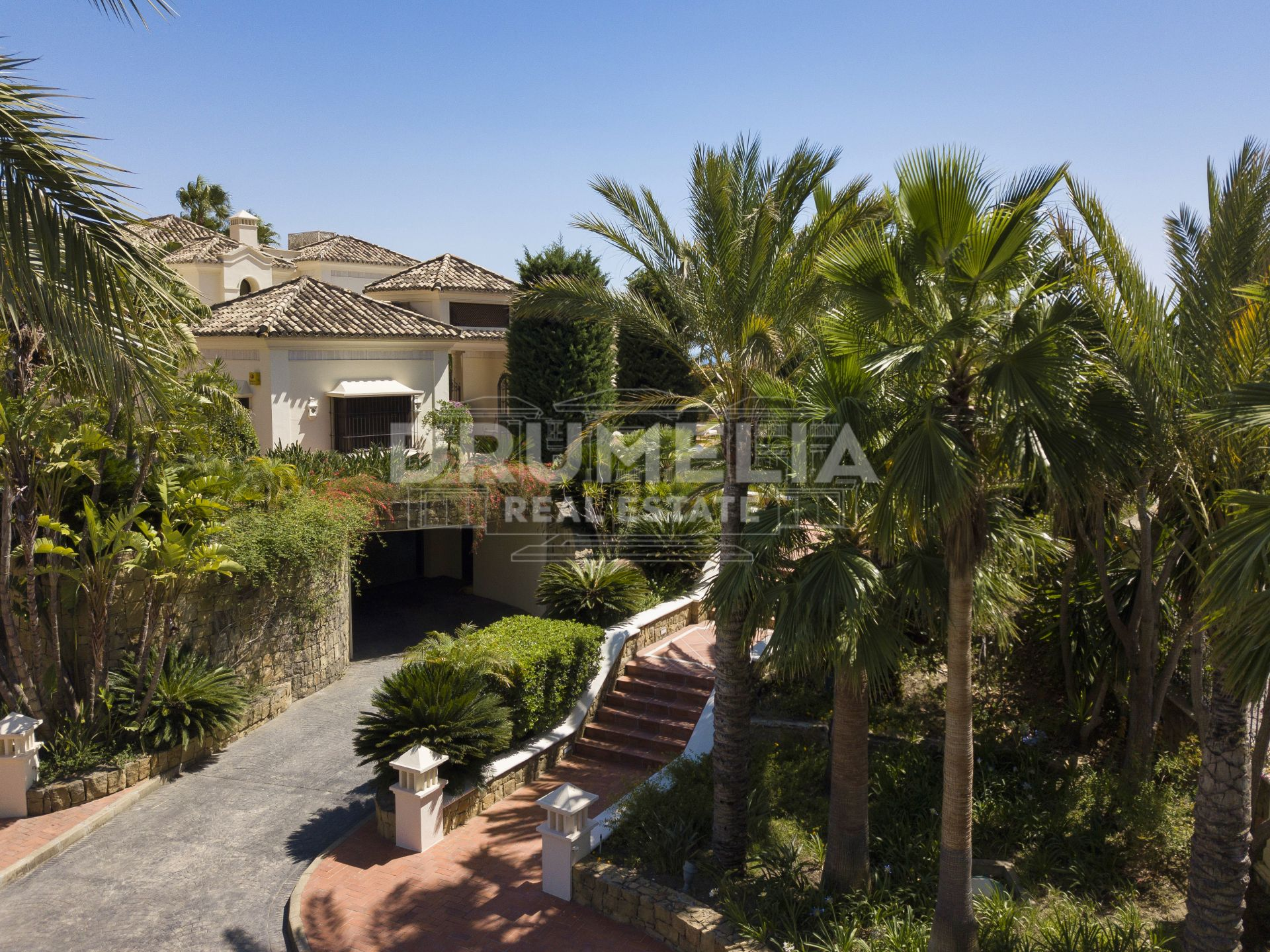 Marbella Golden Mile, Classic Villa With Sea Views, in Marbella Hill Club - Golden Mile