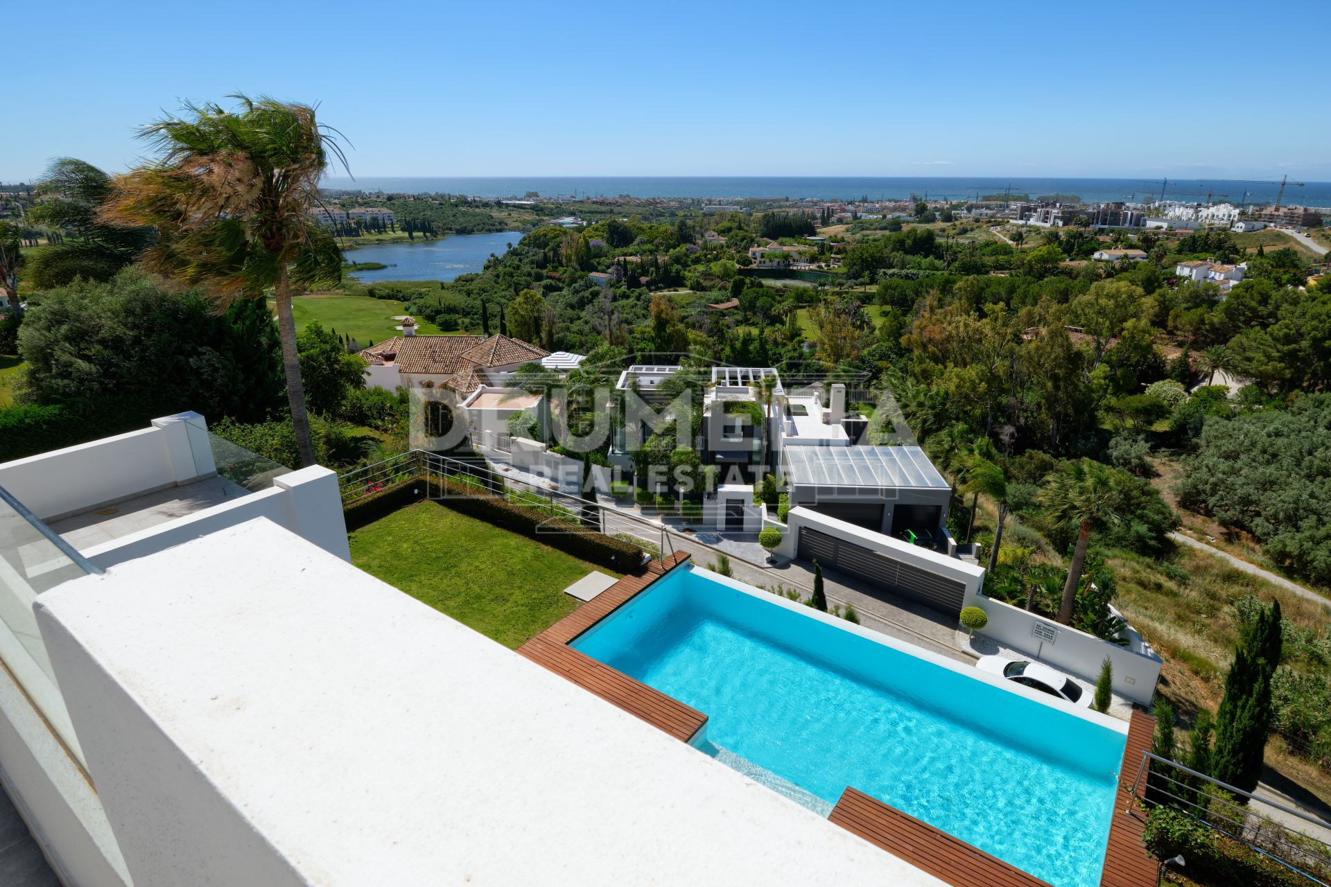 Benahavis, Villa Contemporánea Con Vistas Al Mar en Los Flamingos Golf