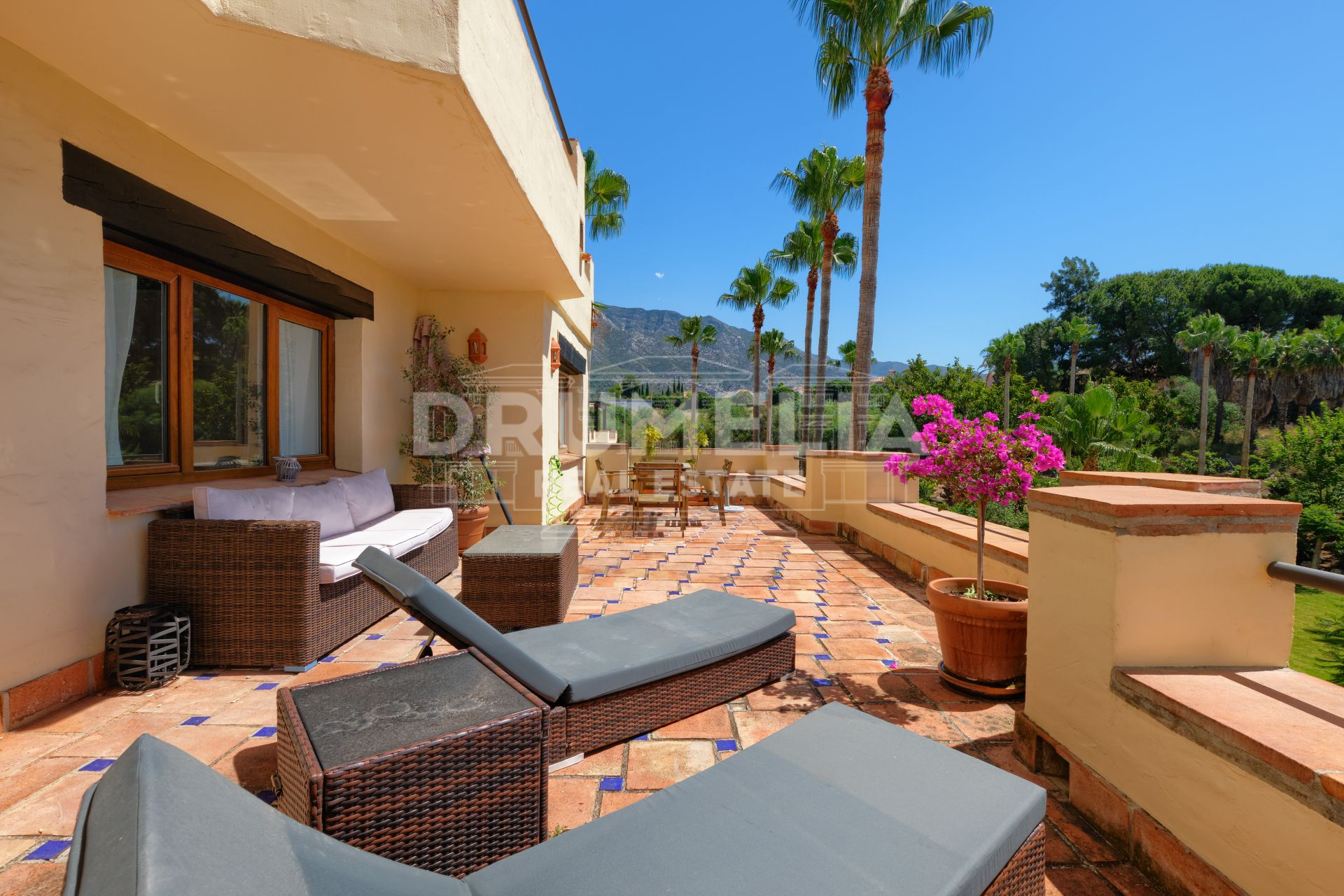 Marbella Golden Mile, Wonderful Bright Apartment with Sea Views on Marbella's Golden Mile
