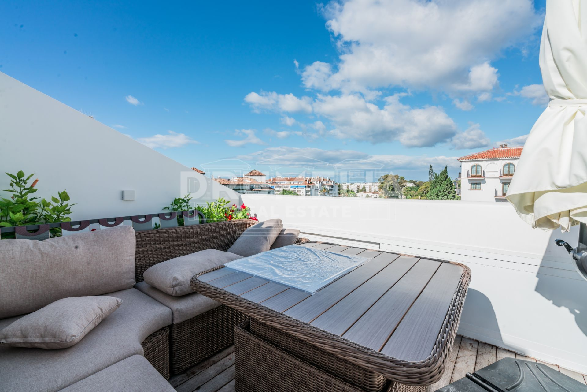 Nueva Andalucia, Beautiful and Spacious Renovated Triplex Penthouse Next to the Casino - Puerto Banús