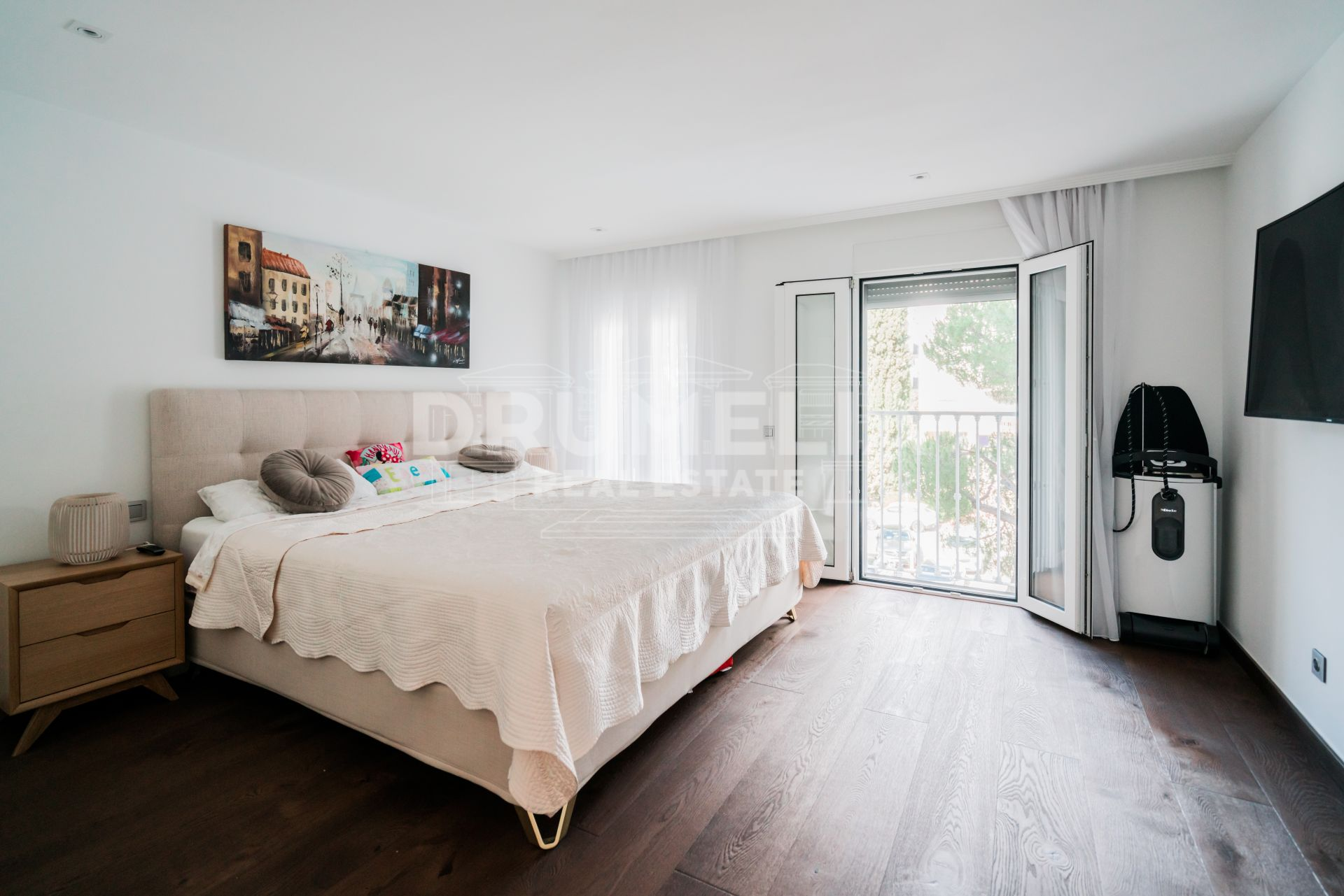 Nueva Andalucia, Spacious Renovated Triplex Penthouse Next to the Casino - Puerto Banús