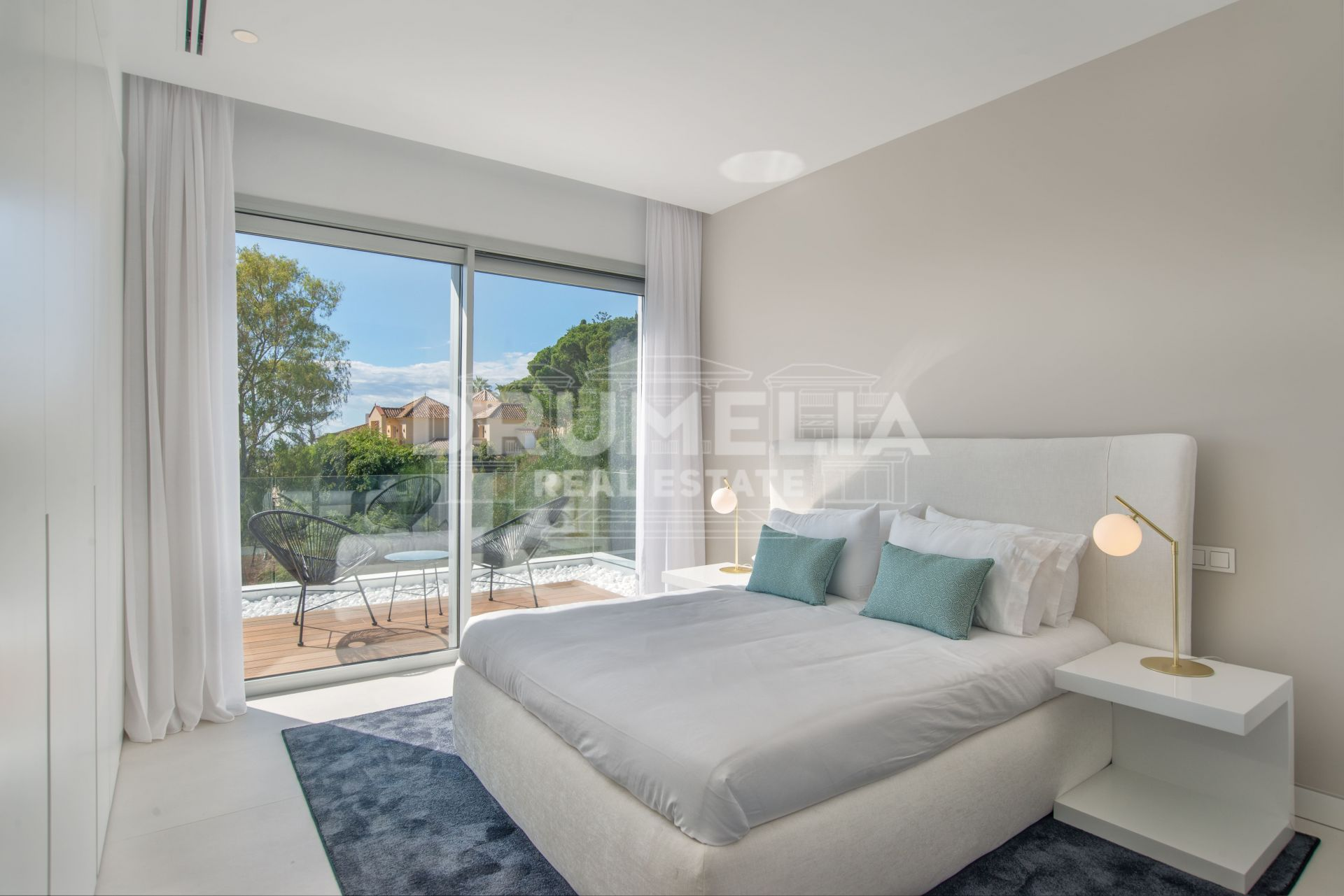 Benahavis, Elegant Luxury Villa of Contemporary Design in Mirador del Paraiso, Benahavis