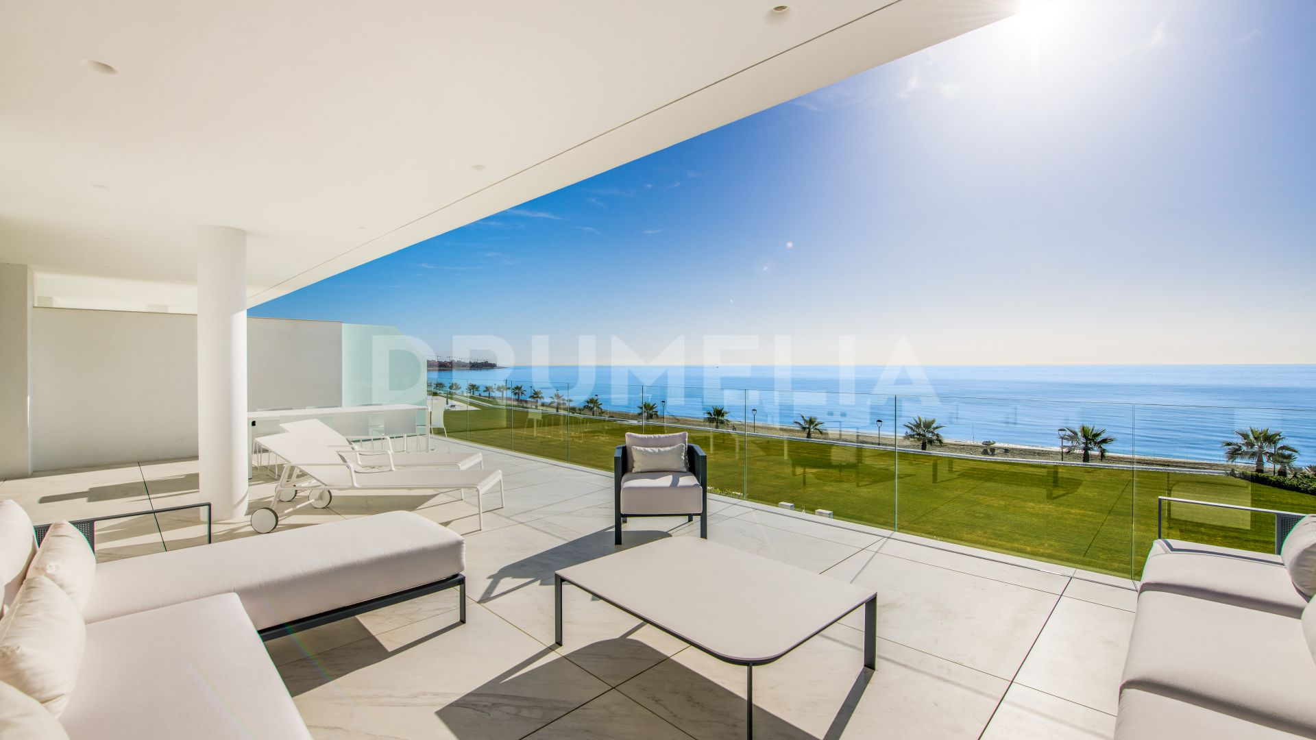Luxury Beachfront Modern Apartment with Far-Reaching Sea Views, Estepona