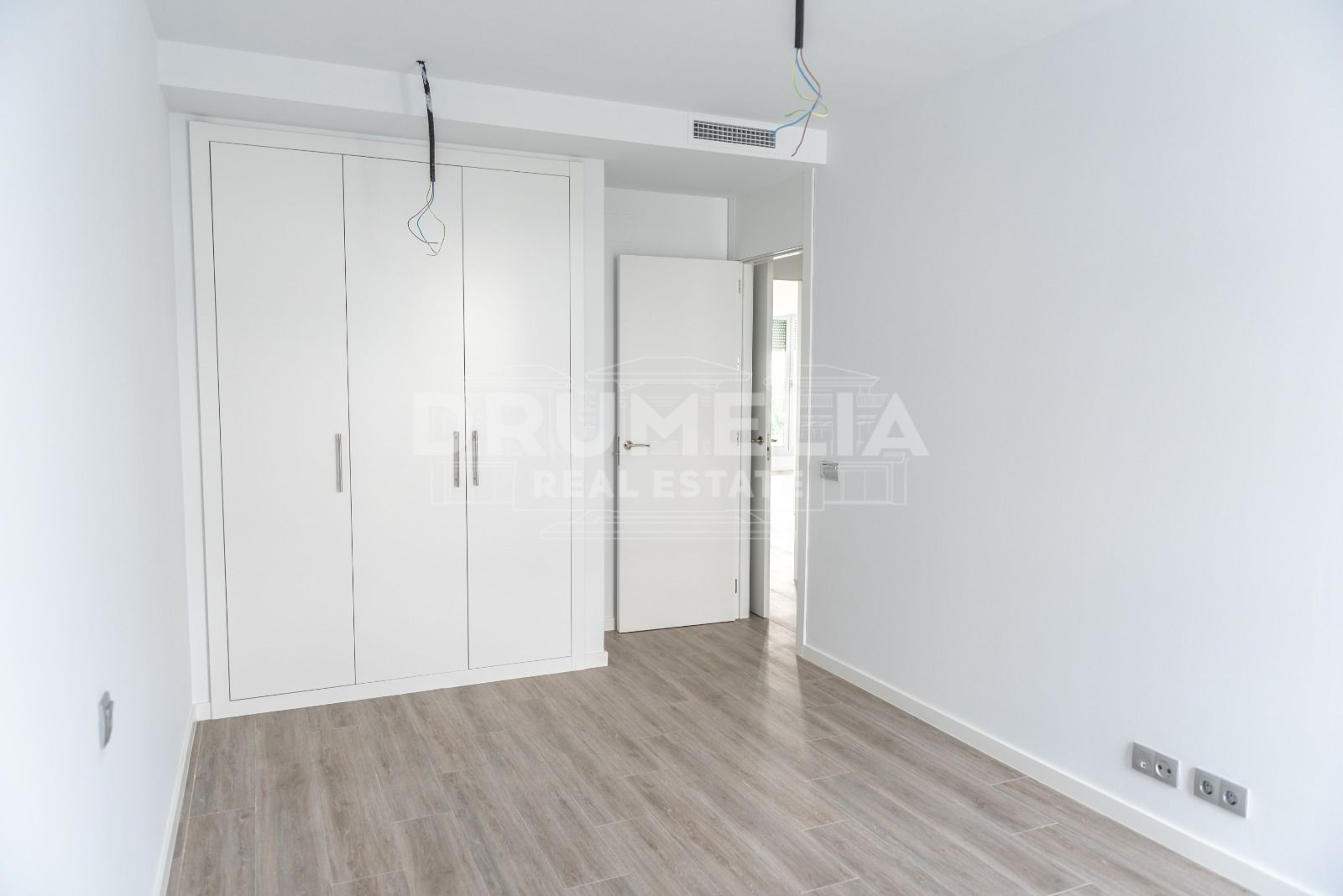 Estepona, Brand - New Ground Floor Modern Apartment, Cancelada, Estepona